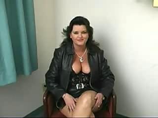 heavy cougar babe dick sucking