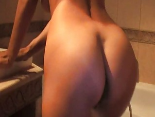 valentina rush is a awesome lady pushing dildo