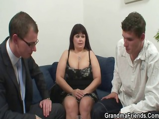 her elderly chubby vagina is nailed by two libidos
