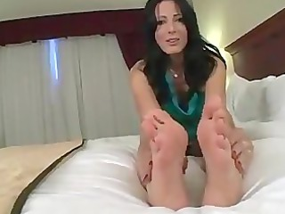 milf foot tease