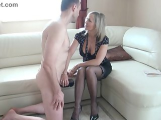 whore mature makes a wank with the foot