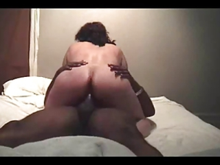 housewife gets on some nutts (cuckold)