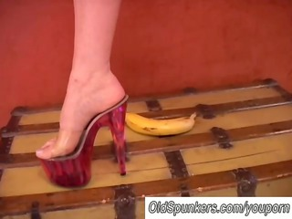 desperate lady loves high shoes