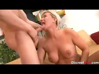 european woman fuck the delivery guy
